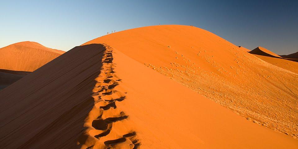 Namibia_Namib-NaukluftNP_Dune45-Climbers